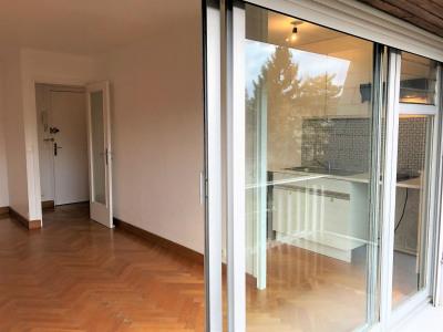 Beau studio avec balcon toutes charges comprises