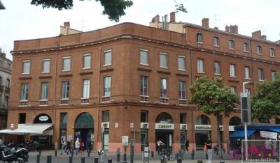 Toulouse hypercentre, métro et commerces au pied de l'immeuble