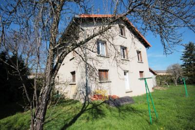 Centre de St Julien Chapteuil maison sur 700 m² de jardin