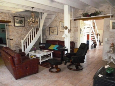 2 km mornac belle charentaise - 160 m²