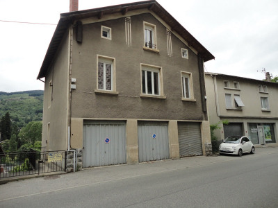 Immeuble comprenant 4 appartements dont: 2 T2; 1T3; 1 T4