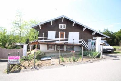 Chalet savoyard de 90 m², au milieu de son terrain Arboré et
