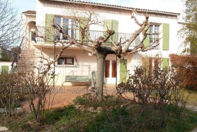 Arles spacieuse villa de 170 m², comprenant au 1er, 2 chambres