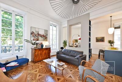 Appartement 5 pièce(s) 1370 m2