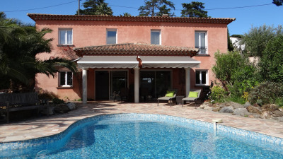Villa grand standing 4 chambres piscine chauffée