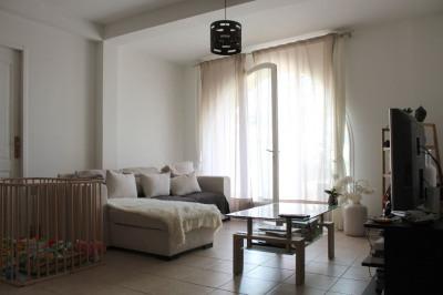 Très bel appartement sur les hauteurs du village de Rognes