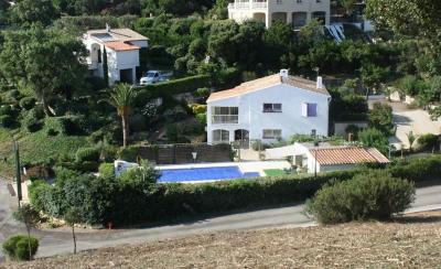 Villa traditionnelle vue mer et espace vert