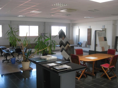 Location Local d'activités / Entrepôt Tallende