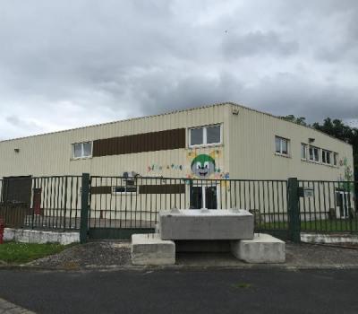 Location Local d'activités / Entrepôt Égly