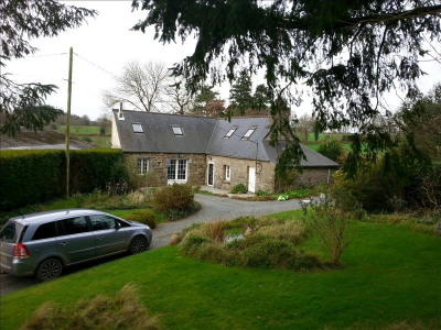 Stone-built property 4 rooms, 105 m² - Loguivy Plougras (22780)