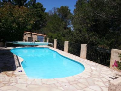 Villa type 4 environ 117 m² sur terrain avec piscine