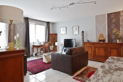 LYON 8ème T2 59 m² avec parking et balcon