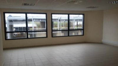 Location Local d'activités / Entrepôt Ennery