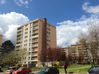 Appartement 4 pièces. Balcon. parking extérieur. Et cave