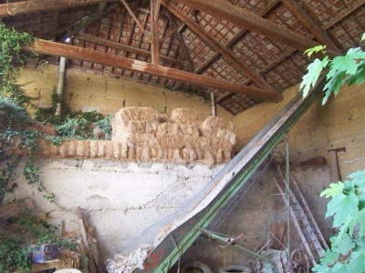 Vend ancienne ferme proche de Charantonnay