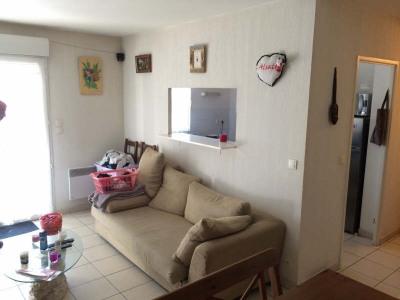 ANDERNOS centre, dans résidence de standing, appartement de type T3 comprenant 1 entrée avec placard, séj ...