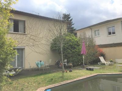 Maison T4 beaux volumes jardin piscine Est-Ouest garage