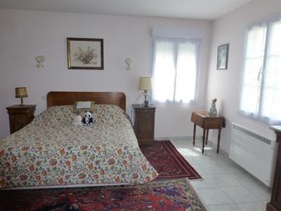 Sale house / villa Saint-jean-d'angély 342000€ - Picture 4