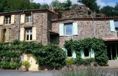 Sale house / villa St pierre montlimart 278900€ - Picture 1