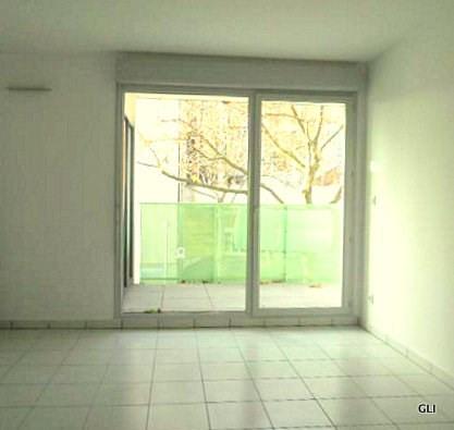 Rental apartment Lyon 8ème 920€ CC - Picture 1