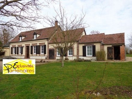 Sale house / villa Illiers l eveque 241500€ - Picture 1