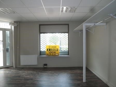 Location local commercial Oullins 638€ +CH - Photo 2