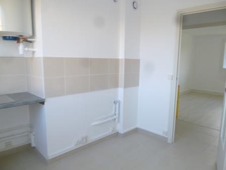 Location appartement St genis laval 628€ CC - Photo 3
