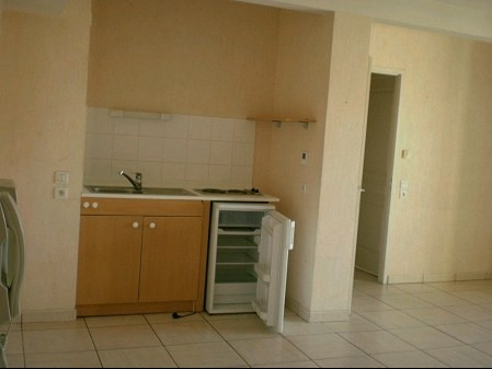 Rental apartment La roche sur yon 483€ CC - Picture 2