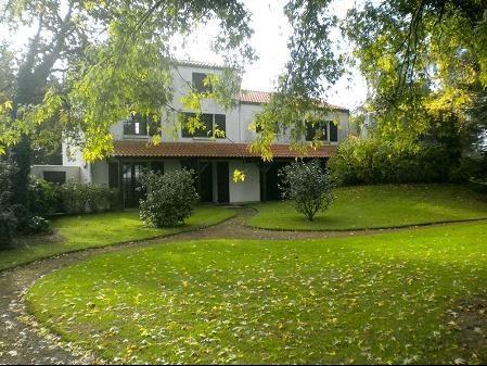 Sale house / villa Les brouzils 399900€ - Picture 2