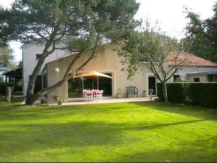 Sale house / villa Les brouzils 399900€ - Picture 1