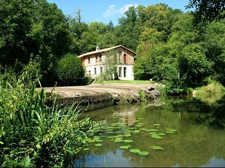 Sale house / villa Rocheserviere 498 000€ - Picture 1