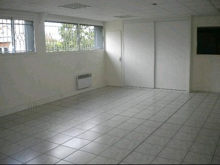 Location boutique Bouffere 1 600€ CC - Photo 3