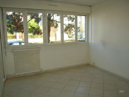 Location appartement Lyon 8ème 665€ CC - Photo 1