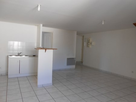 Location appartement Neuville sur saone 585€ CC - Photo 1
