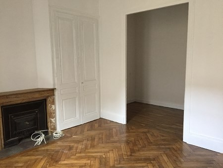 Location appartement Lyon 8ème 750€ CC - Photo 2