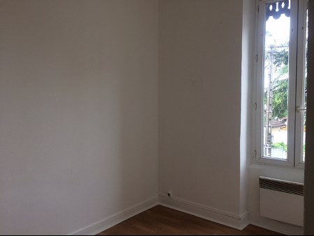 Location appartement Decines 572€ CC - Photo 3