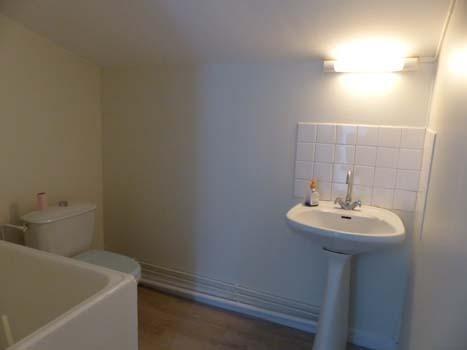 Location appartement Bourgoin jallieu 350€ CC - Photo 3