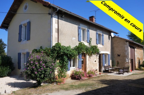 Sale - House / Villa 5 rooms - 137 m2 - La Rochefoucauld - Photo