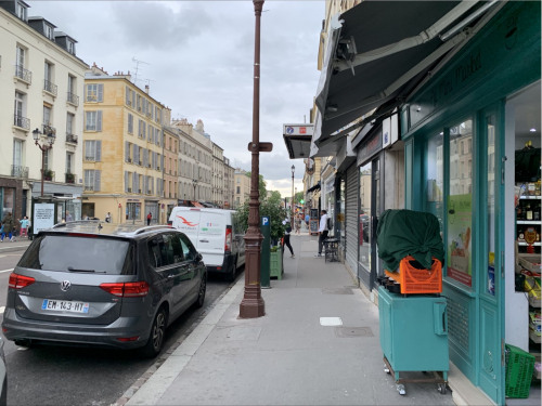 Rental - Shop 2 rooms - 75 m2 - Versailles - Rue - Photo