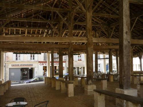 Verkoop  - Diverse onroerende goederen - 130 m2 - Villebois Lavalette - Photo