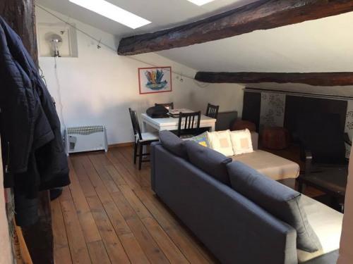 Location - Appartement 2 pièces - 58 m2 - Pertuis - Photo