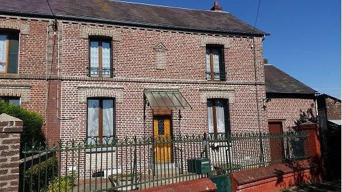 Sale house / villa Formerie 97 000€ - Picture 1
