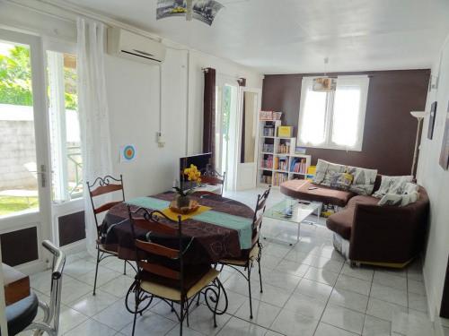 Vente - Villa 6 pièces - 113,12 m2 - Sainte Clotilde - Photo