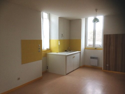 Rental apartment Archiac 450€ CC - Picture 1
