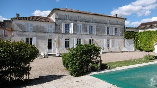 Sale house / villa Entre cognac et burie 530 000€ - Picture 1