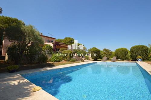Vente de prestige - Villa 7 pièces - 215 m2 - Antibes - Photo
