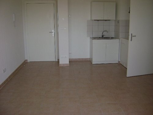Location appartement Istres 595€ CC - Photo 3