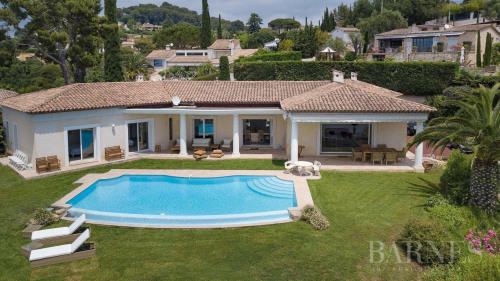 Location vacances - Villa 6 pièces - 220 m2 - Le Cannet - Photo