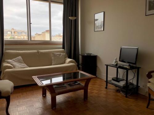 Location - Appartement 2 pièces - 51,67 m2 - Paris 16ème - Photo