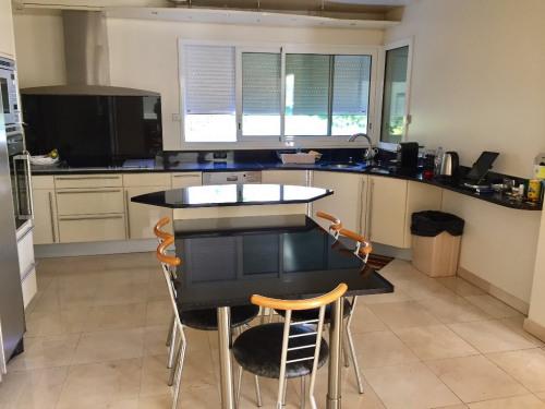 Sale - (detached) house 6 rooms - 243 m2 - Maisons Alfort - Photo